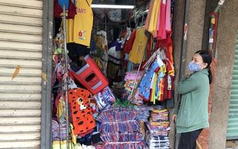 TP HCM: Các sạp chợ bán giày dép, quần áo... đồng loạt đóng cửa để chống dịch