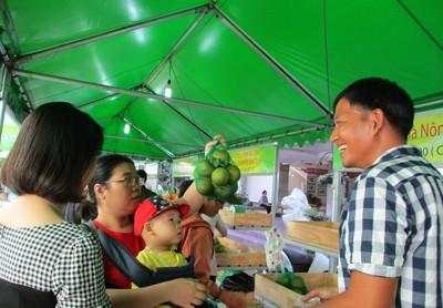 Chợ phiên nông sản nở rộ ở TP HCM
