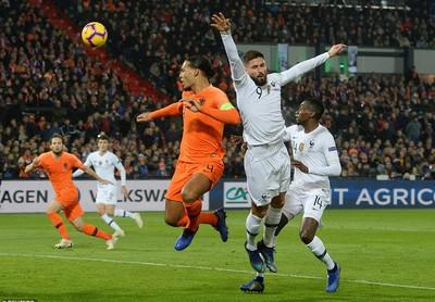 """Hà Lan quật ngã nhà vô địch World Cup, """"xe tăng"""" Đức rớt hạng Nations League"""