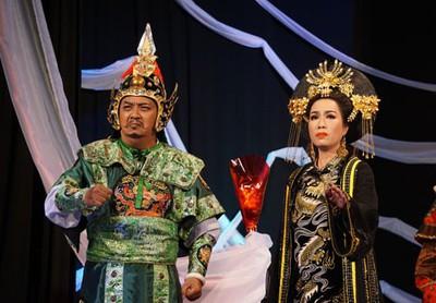 """""""Thái hậu Dương Vân Nga"""" trên Sân khấu Trịnh Kim Chi"""