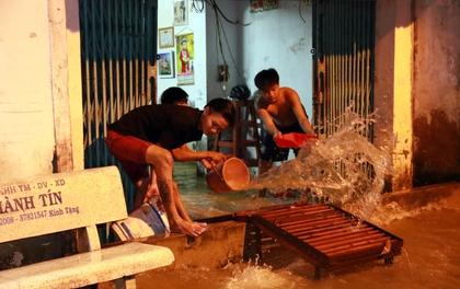 """Sài Gòn """"hụp lặn"""" trong nước ngập đêm đầu tuần"""