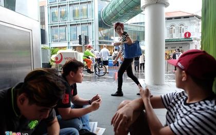Người Việt thuê xếp hàng mua iPhone X ở Singapore giá 3 triệu/suất