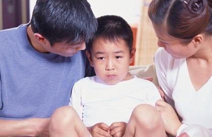 Đi giám định ADN vì mẹ chồng thấy con không giống cha