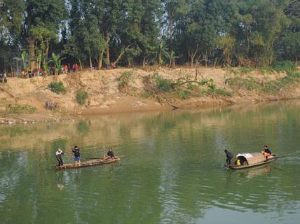 1 phụ nữ rơi xuống sông mất tích