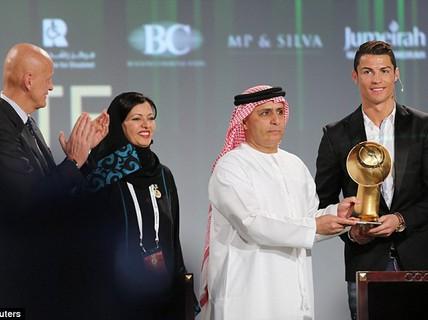 Ronaldo đoạt giải Cầu thủ hay nhất năm