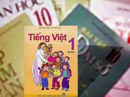 Trao đổi sách giáo khoa cho học sinh Lào