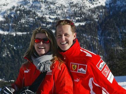 Huyền thoại F1 Schumacher vẫn hôn mê sau phẫu thuật não