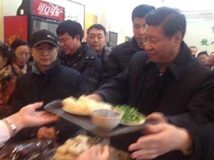 """Trung Quốc: """"Rồng rắn"""" mua """"suất ăn Tập Cận Bình"""""""
