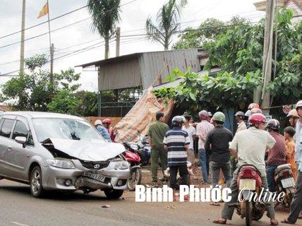 Bị trộm vàng, chủ nhà dùng ô tô truy đuổi