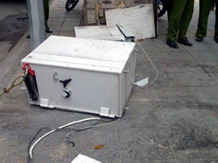 Táo tợn phá tung cây ATM Maritime Bank giữa phố Hà Nội
