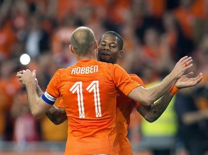 Hà Lan thắng dễ Xứ Wales; Ý hòa muối mặt với Luxembourg