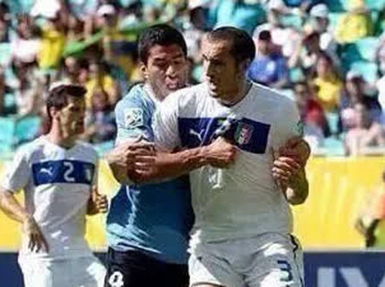 Suarez có ý định cắn Chiellini từ năm ngoái?