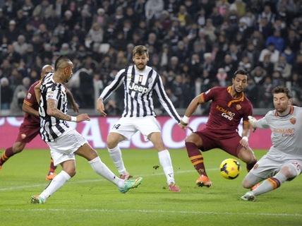 Roma thua tan tác, Juventus củng cố ngôi đầu