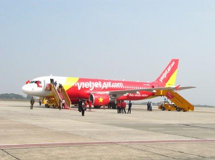 VietJet hủy nhiều chuyến bay vì bão Rammasun