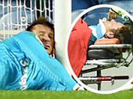 Va đầu vào cột dọc, thủ môn của Rangers bất tỉnh
