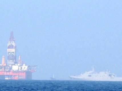 Theo dõi chặt giàn khoan Trung Quốc ngoài cửa vịnh Bắc Bộ