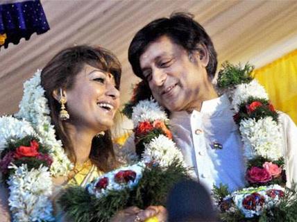 """Vợ bộ trưởng Ấn Độ """"tố"""" chồng ngoại tình chết"""