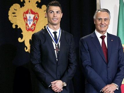 Ronaldo được Tổng thống Bồ Đào Nha tôn vinh