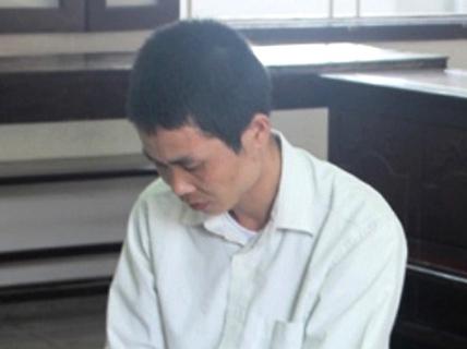 Vợ đi XKLĐ, chồng ở nhà hiếp dâm con riêng của vợ