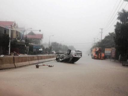 Nước lũ dâng cao nhấn chìm nhiều thôn, bản ở Quảng Bình
