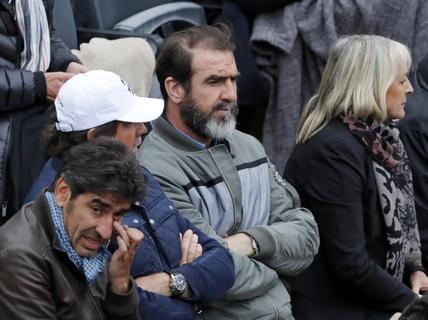 Bênh Deschamps, Sagna chửi Cantona ngu ngốc