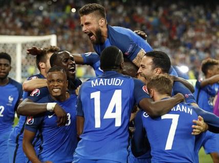 Griezmann lập cú đúp, Pháp loại Đức ở bán kết