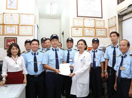 Chợ Rẫy thưởng nhân viên trả lại vàng cho bệnh nhân