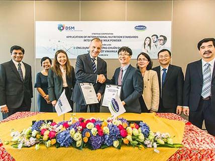 Vinamilk ký kết hợp tác chiến lược với Tập đoàn DSM Thụy Sĩ