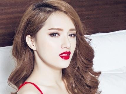 """Nhiều cảnh """"nóng"""", MV 18+ của Hương Giang Idol bị """"sờ gáy"""""""