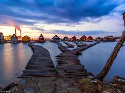 """Ngôi làng cà kheo """"thiên đường"""" mới đẹp hơn cả Maldives"""