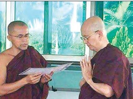 Cựu tổng thống Myanmar xuống tóc đi tu