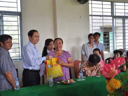 Maritime Bank tặng quà Tết cho 200 hộ nghèo ở ĐBSCL