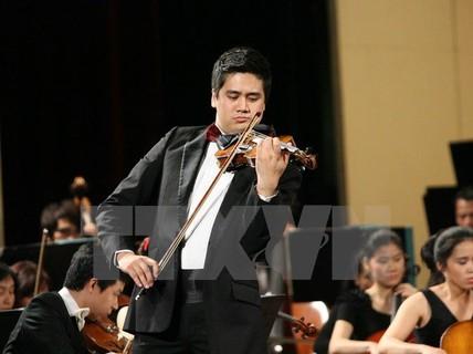 Nghệ sĩ Bùi Công Duy biểu diễn tại Việt Nam