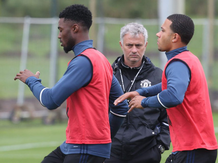 "Mất chỗ ở M.U, Depay vẫn ""ca"" Mourinho"