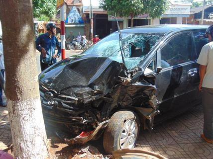Tai nạn liên hoàn trên Quốc lộ 26, 2 người bị thương nặng