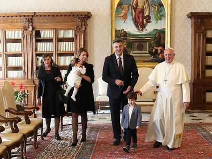 """Quý tử của thủ tướng Croatia """"đại náo"""" cuộc gặp Giáo hoàng Francis"""