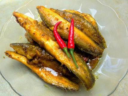 Cá chạch kho nghệ vàng ươm