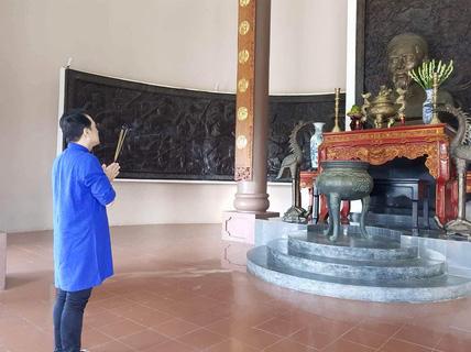 """Làm nhạc kịch """" Tiên Nga"""", Thành Lộc về Bến Tre khấn nguyện cụ Đồ Chiểu"""