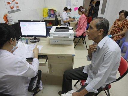Giải quyết quyền lợi BHYT khi người bệnh chuyển tuyến