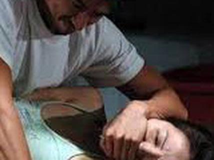 Gặp nhau ở phố Bùi Viện, cô gái nước ngoài bị bạn cưỡng hiếp