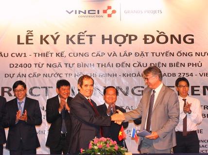 Lắp đặt tuyến ống nước sạch băng sông Sài Gòn