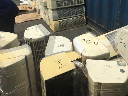 Video cận cảnh hải quan xử lý 3 container hàng lậu
