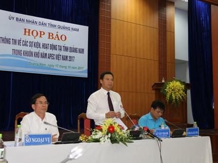 Quảng Nam tặng tranh mạ vàng cho đại biểu dự APEC