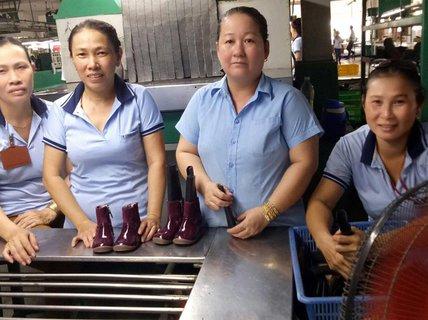 Chăm lo cho công nhân bị mất việc làm