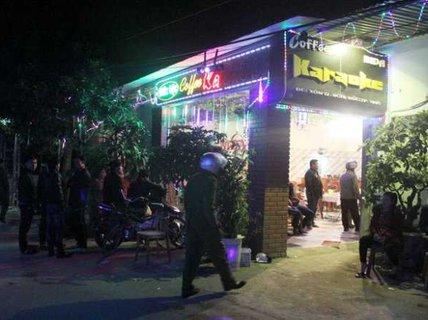 """Bị nhân viên quán karaoke """"bắt đền"""", giang hồ nổ súng """"đền"""""""
