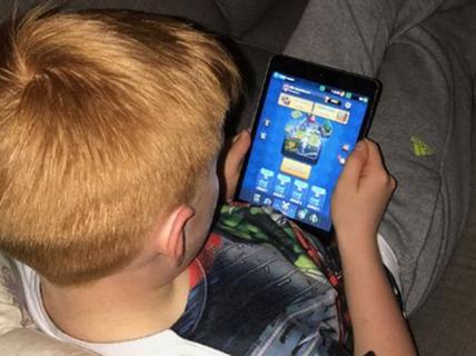 Bé 11 tuổi 'đốt' gần 7.500 USD cho game trên iPad