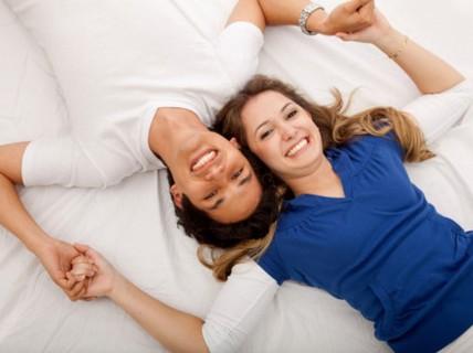 """Vợ chồng cùng xem phim """"nóng"""", có nên không?"""