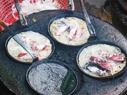 Bánh xèo mực và vịt Cầu Dứa cho ngày mưa gió ở Nha Trang