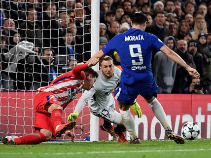 Lại hòa sân nhà, Chelsea mất ngôi đầu bảng