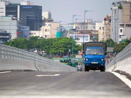 Thông xe nhánh cầu Nguyễn Tri Phương với đường Võ Văn Kiệt